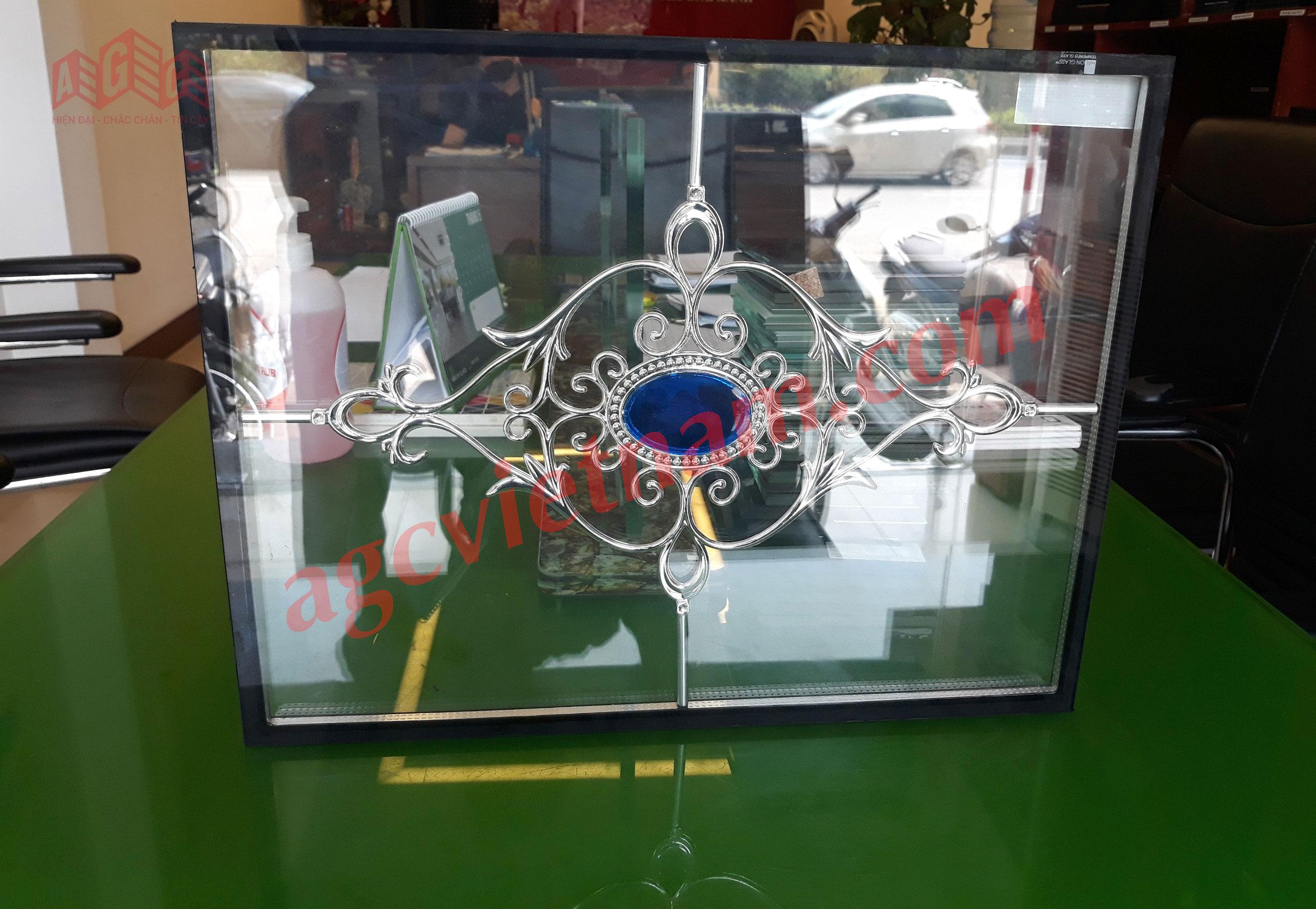 Mẫu kính hộp hoa văn